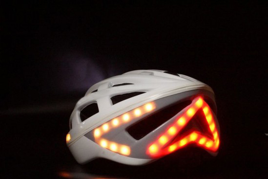 smart helmet with turn light